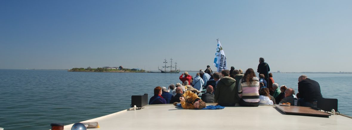 amsterdam tourist ferry has a boat excursion to amsterdam castle muiderslot and fortress island pampus, both destinations on the amsterdam defence line