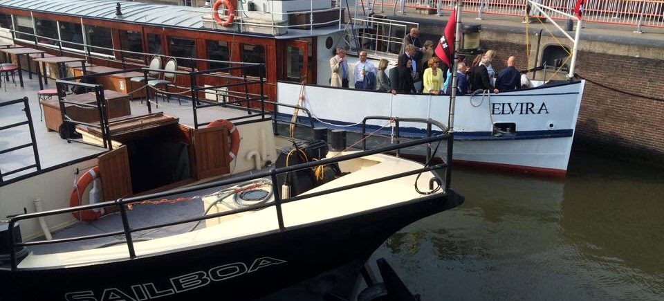 group outing with boatsrsion with tourist ferry amsterdam to amsterdam castle muiderslot or fortress island pampus